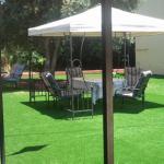 התקנת דשא סינטטי בחצר בית פרטי