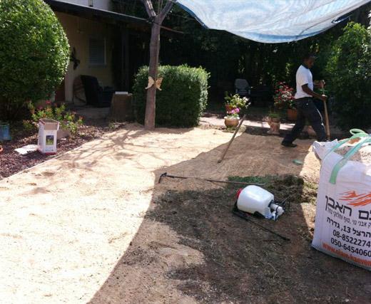תהליך התקנת דשא סינטטי שלב 1 פיזור מחלוטה תמיד ירוק 2